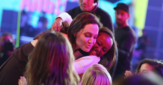 Jolie delivers empowerment message at Kids' Choice Awards