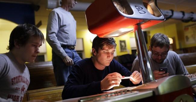 AP PHOTOS: Mid-Atlantic duckpin bowling keeps its roots