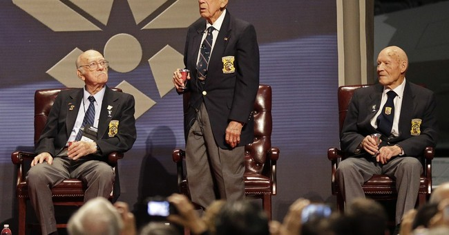 WWII heroes to give congressional gold medal to Ohio museum