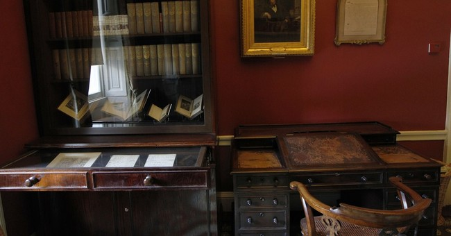 Charles Dickens' desk to go on permanent display at museum