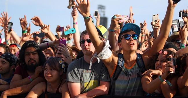 No 'narsisstics': Music festivals ban fans' selfie sticks