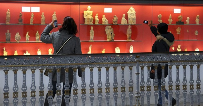 Tunisian museum reopens after deadly attack against tourists