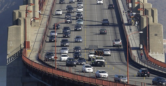 Golden Gate Bridge safety barrier doesn't affect commute