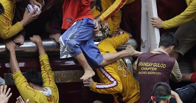 Man dies in Catholic parade in Manila ahead of pope's visit
