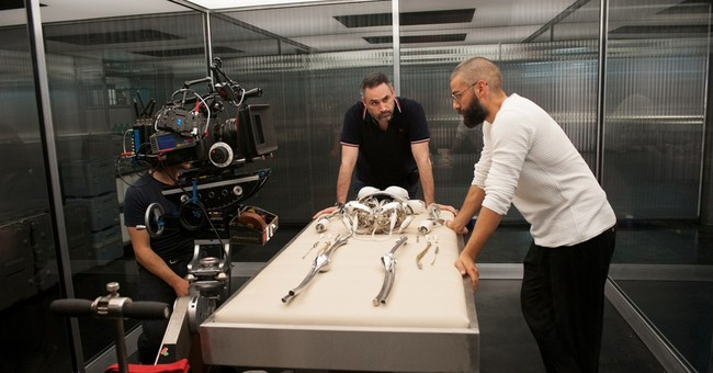 'Ex-Machina,' 'It Follows' breathe life into stale genres