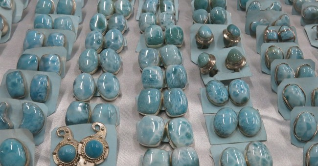 Better lives sought for larimar miners in Dominican Republic