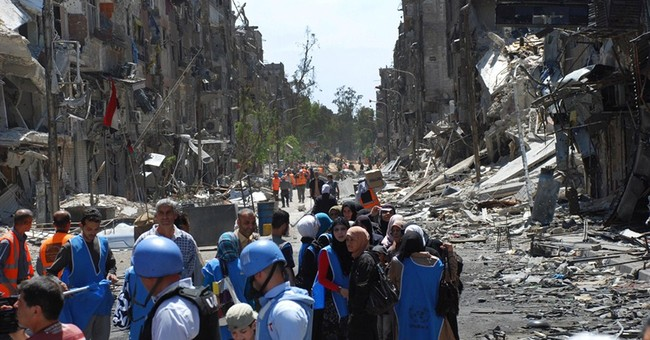 IS enters Palestinian camp in Damascus; Jordan closes border