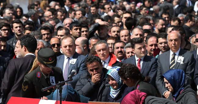 Istanbul police kill woman carrying bomb near police HQ
