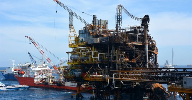 Pemex begins to restore production at fire-damaged platform