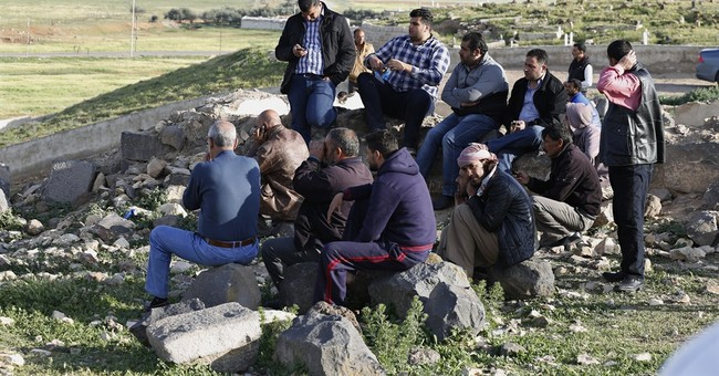 IS militants battle armed groups in Syria refugee camp