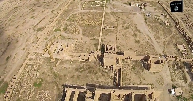 Video: Islamic State group shot, hammered away Iraq's Hatra