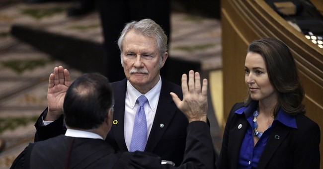 Email: Ex-Oregon governor's fiancee played active state role