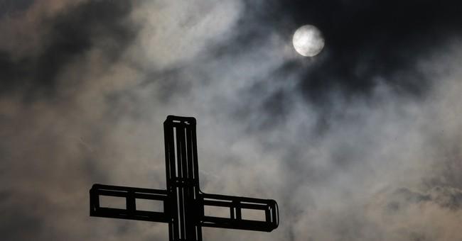 Philippine storm fizzles, displaces Lenten vacationers