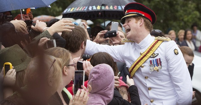 Prince Harry meets Australian public at start of army trip