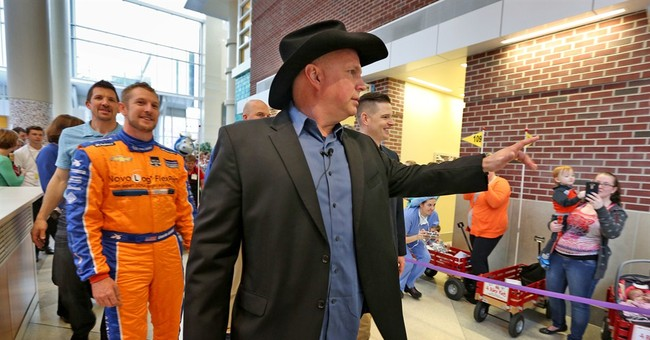 Garth Brooks dedicates child play zone at Indiana hospital