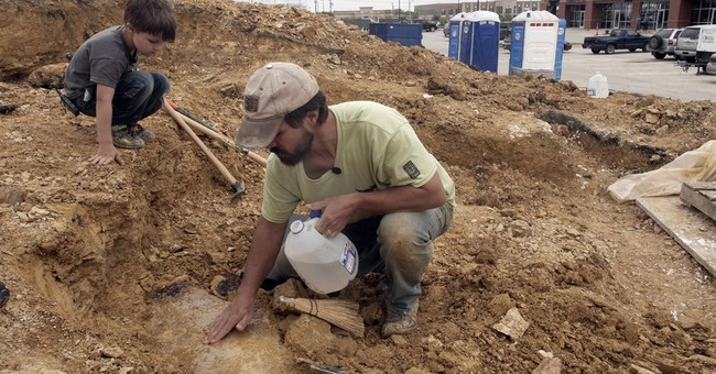 Texas scientists dig up dinosaur found by 5-year-old and dad