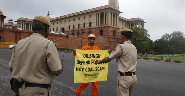 India says it is suspending Greenpeace over funding issue