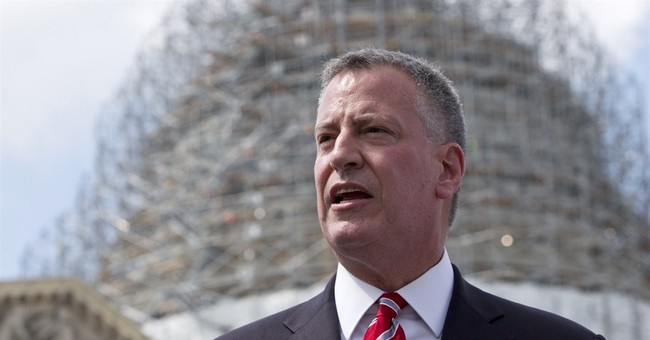De Blasio Takes Amtrak Crash Scene Selfies