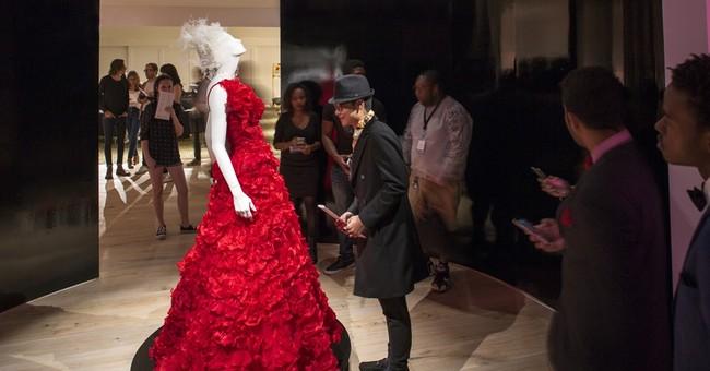 New Atlanta Fashion Museum Opens With Oscar De La Renta Show N2065143 additionally Oscar De La Renta Legend Lives as well 2015 09 01 Scad Opens New Fashion Museum Atlanta additionally  on oscar de la renta opens scad museum art
