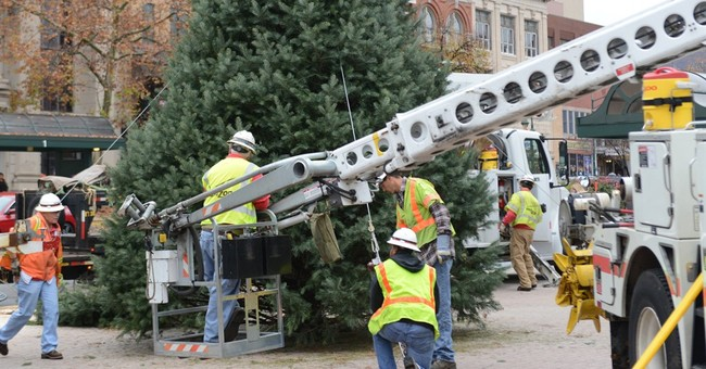 VA Christmas Tree Ban Causes Yuletide Uprising