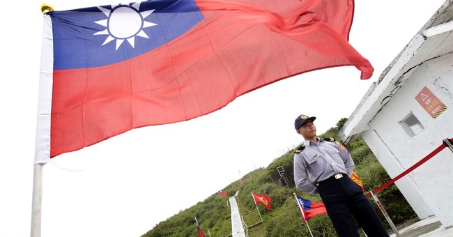 Taiwan president visits small island in show of sovereignty
