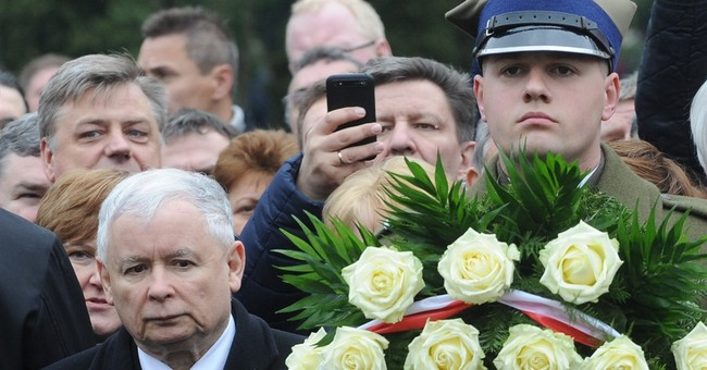 Poland honors late president and other plane crash victims