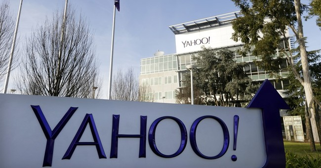 UK's Daily Mail circles Yahoo