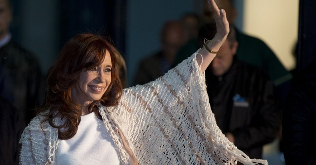 Argentina's Fernandez gets hero's welcome before court date