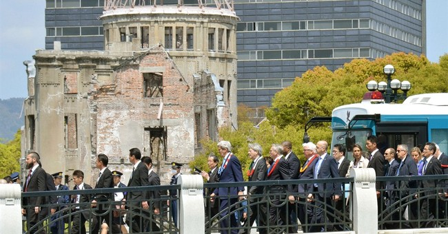 Kerry makes gut-wrenching visit to Hiroshima site of A-bomb