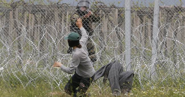 Migrants clash again with Macedonian police on Greek border