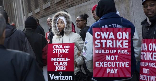 Sanders cheers strikers as 39K Verizon workers walk out