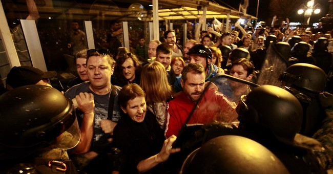 Macedonia: Protests grow after president pardoned statesmen