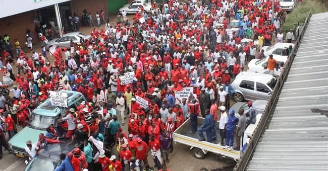 Zimbabwe: Thousands in anti-Mugabe march