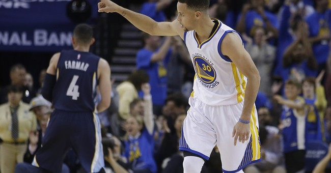 Curry shoots Warriors to 73rd win, breaking Bulls' mark