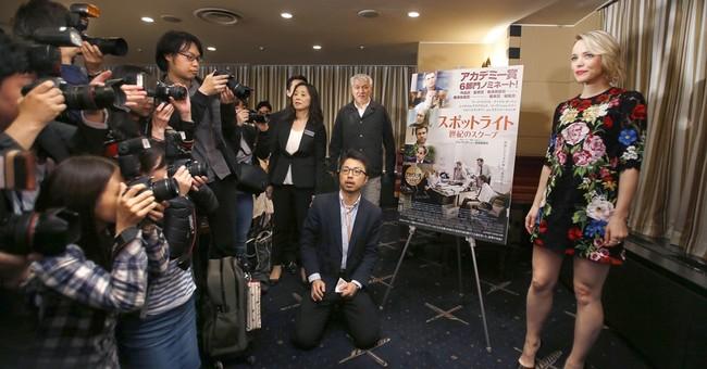 Oscar-winning 'Spotlight' star says reporters deserve praise