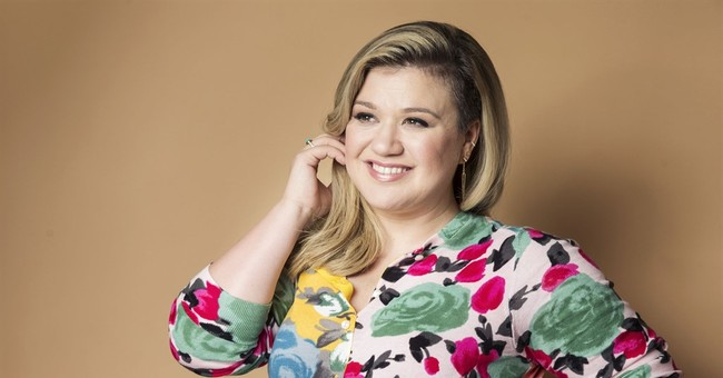 Singer Kelly Clarkson gives birth to a baby boy