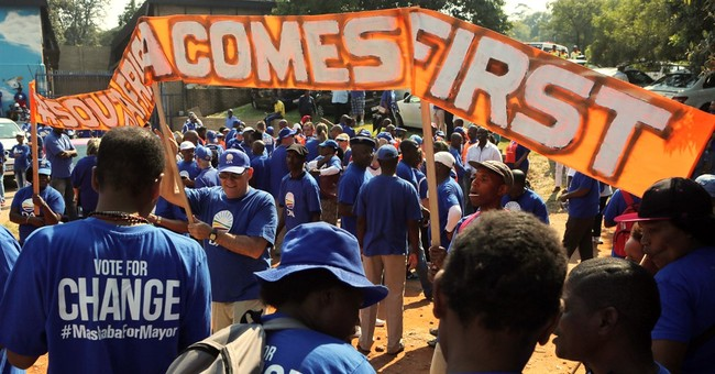 South Africa: Opposition supporters march against president