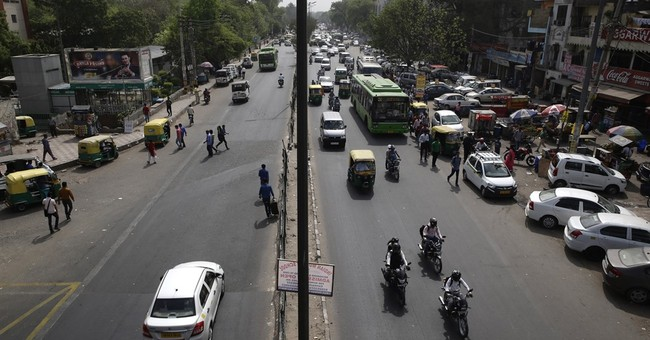 Indian capital starts restricting cars to clear air