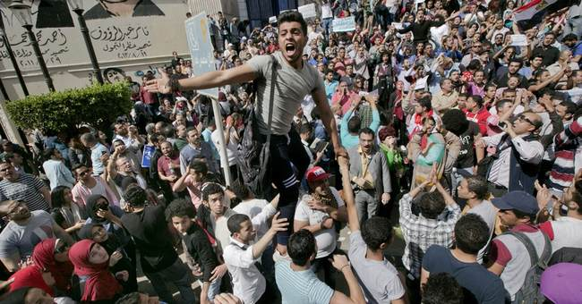 Egypt protests after el-Sissi gives islands to Saudi Arabia