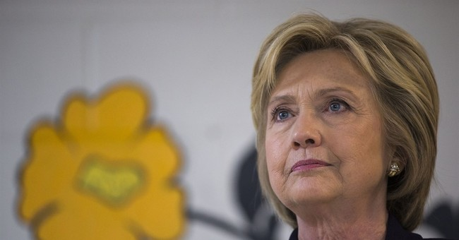 Legal group poised to quiz Clinton aides about email server
