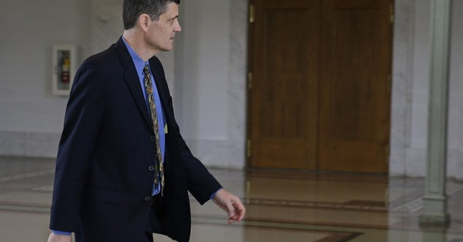 Judge dismisses 1 count against Washington state auditor