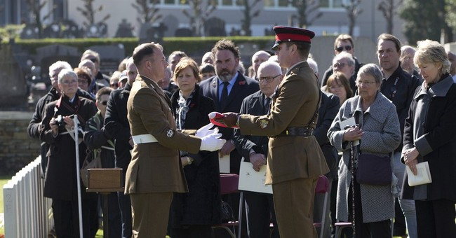 6 British soldiers reburied over century after death in WWI
