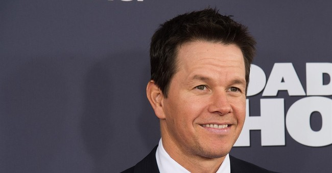 Fan with disabilities meets Mark Wahlberg after pizza gift