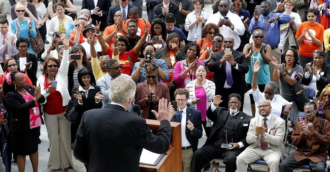 Virginia governor enables 200,000 felons to vote in November