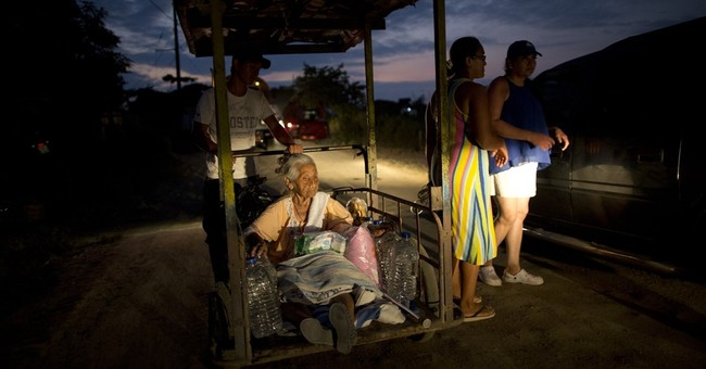 Ecuadoreans wait for food, water in towns leveled by quake