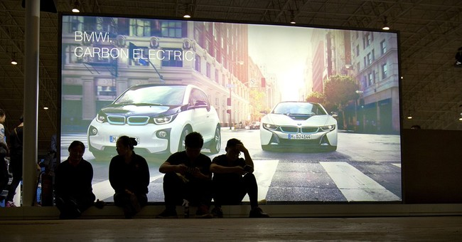 China auto show highlights luxurious SUVs in slowing market