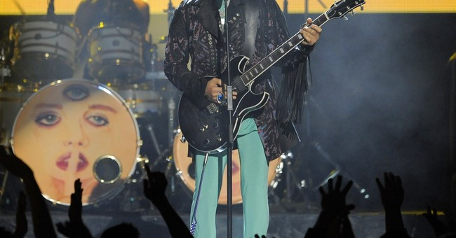 Prince's final shows: intimate, playful with a Bowie tribute