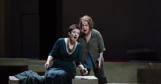 Waltraud Meier as a human Klytemnestra in Met performance