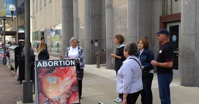 Activists pack license hearing for Ohio abortion clinic