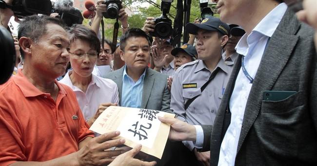 Taiwan fishermen protest Japan's seizure of boat